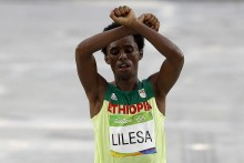 Feyisa Lilesa Arrives in U.S. on Expedited Visa 3 Weeks After Rio Anti-Government Protest