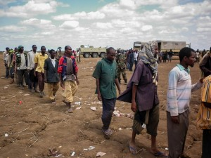 Al_Shabaab_fighters_disengage_and_lay_down_arms_07_(8019364808)